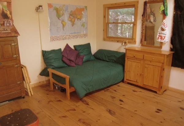700sf-tiny-cabin-005