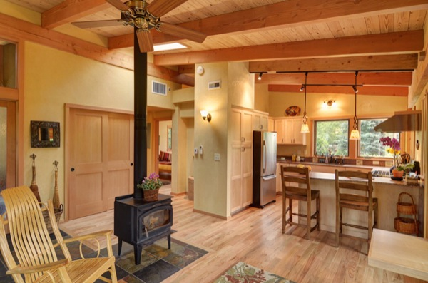 Small House That Feels Big: 800-Square-Feet Dream Home?