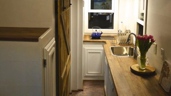 84-lumbers-new-tiny-house-on-wheels-005