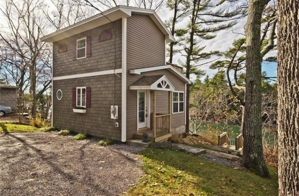 845-sq-ft-waterfront-cabin-in-brunswick-001