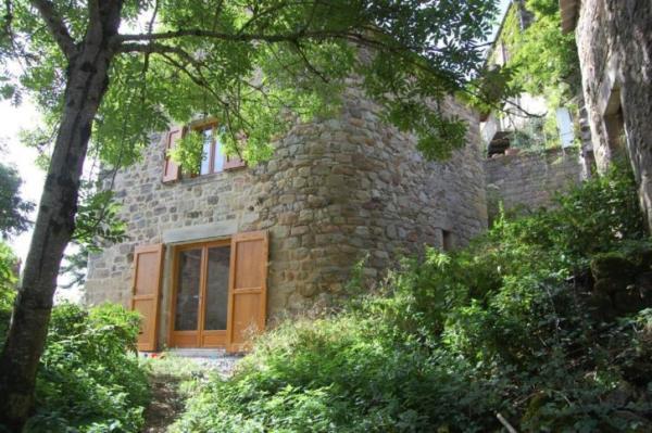 890-sq-ft-cottage-in-france-004
