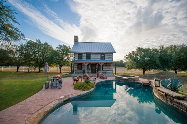 896-sq-ft-poolside-timber-cabin-by-heritage-barns-0015