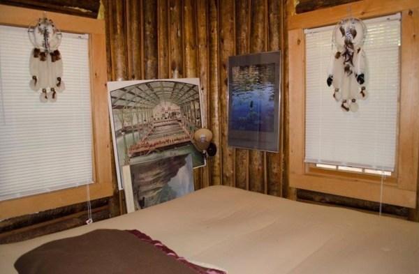 90k-tiny-log-cabin-built-in-1934-via-estately-008