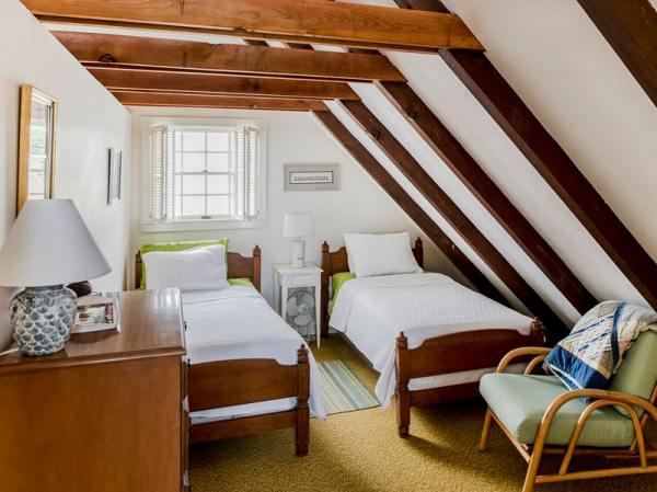 960-sq-ft-cozy-beach-cottage-05