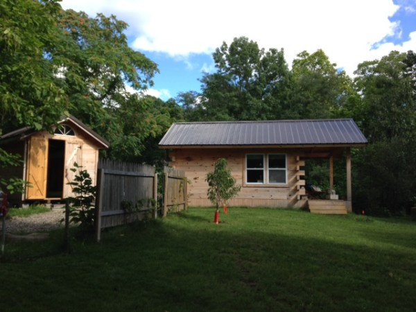 amish-built-tiny-cottage-001