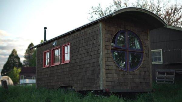 Artistic Tiny House Builder 03