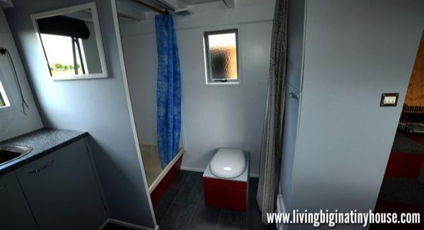 Bretts-Tiny-House-Bathroom-1024x576