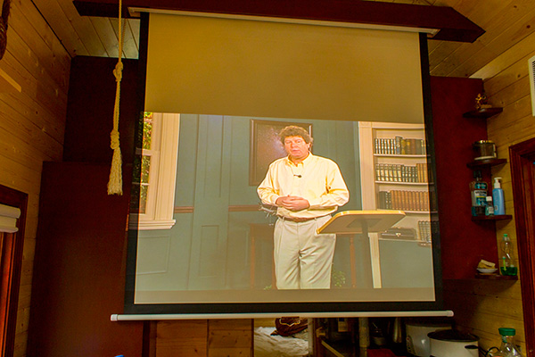 The retractable projection screen