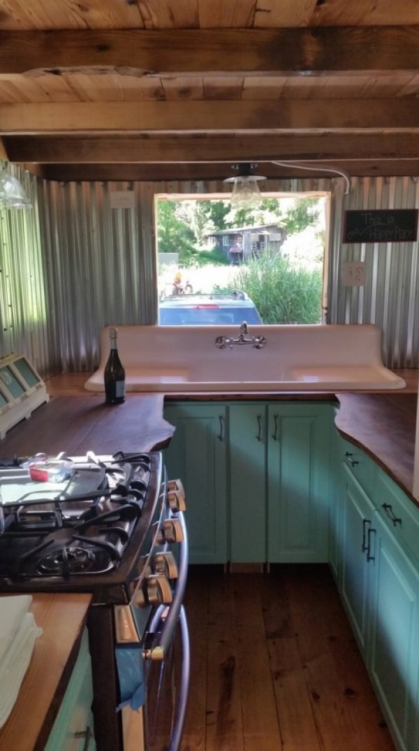Couple with Two Dogs and One Cat Living in a Tiny House 003