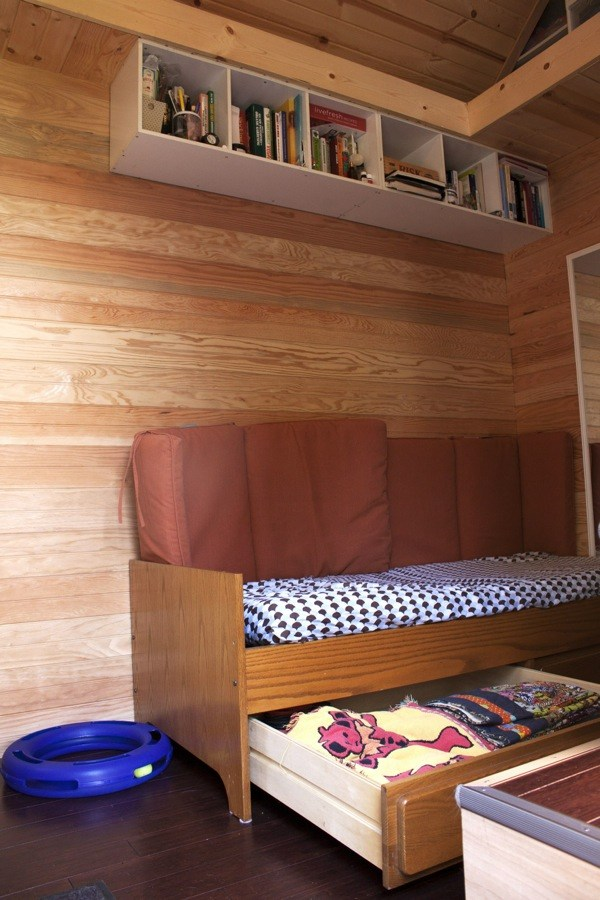 Couples-118-sq-ft-THOW-002