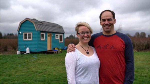 Couple's %22Blueberry%22 Tiny House on Wheels 004