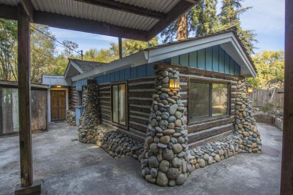 Beautiful Creek Side Log Cabin in Santa Cruz