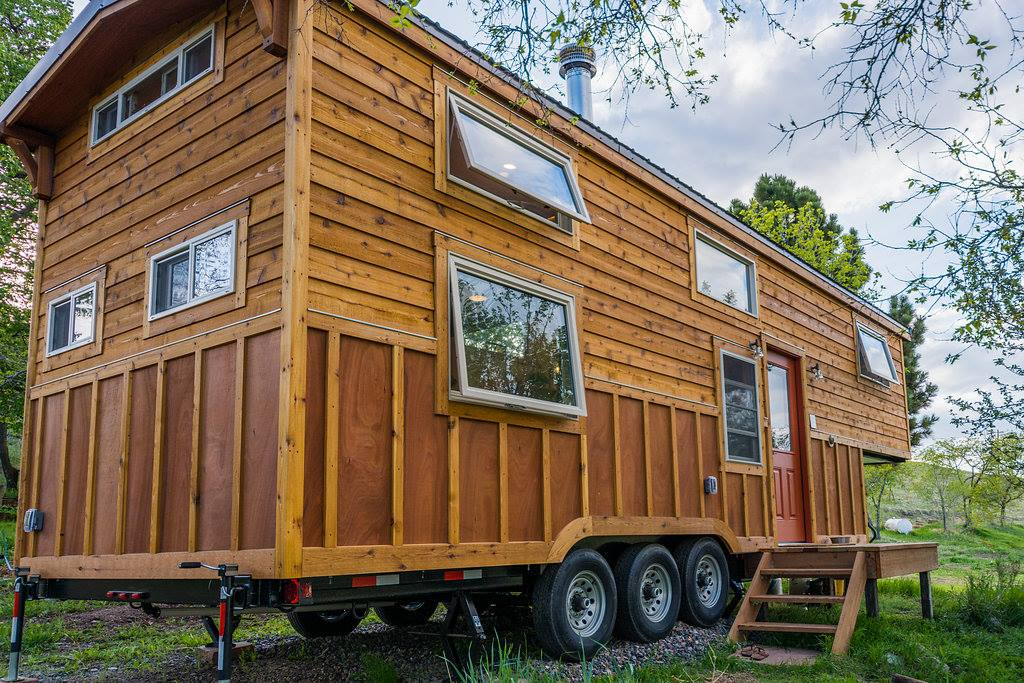 Eric and oliver 39 s cedar mansion by mitchcraft for Tiny house mansion