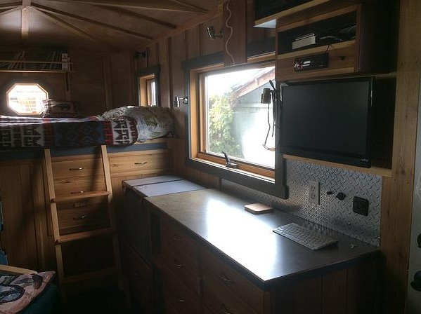 Ford-Cargo-House-Truck-Tiny-House-RVs-003
