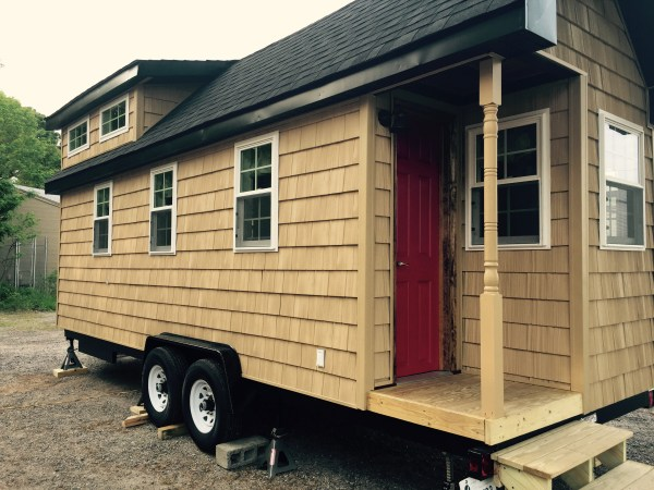 harry-connick-jr-stays-in-the-pioneer-tiny-house-2