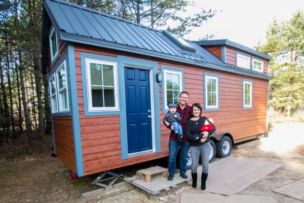 Hogan Tiny House Family 001