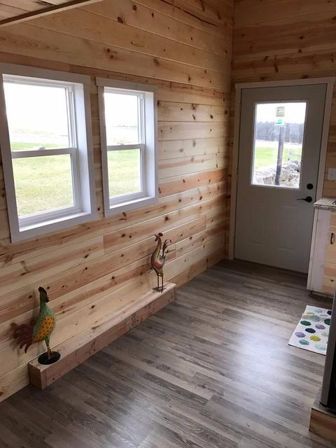 knotty-pine-midwest-tiny-home-8