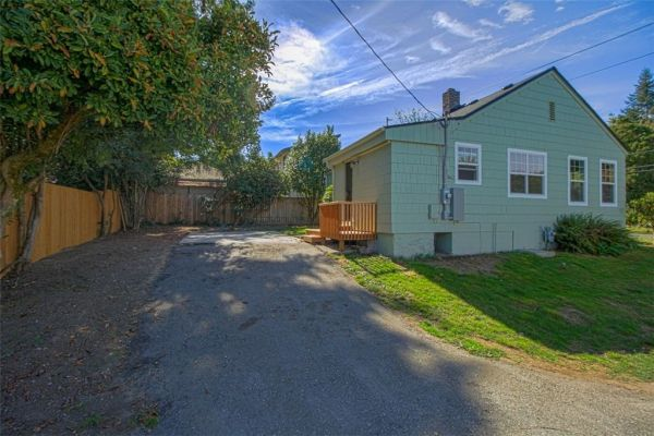 little-bungalow-in-olympia-for-209k-015