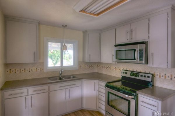 Little Two Bedroom Cottage For Sale in Mccleary WA