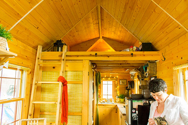 Malissa and her cat in her tiny home