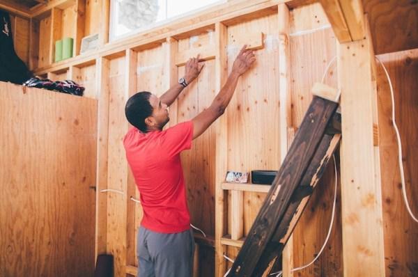 Man Building Cheap DIY 200 sq ft Tiny Home on Wheels 002