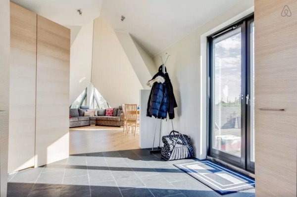 Modern Pyramid Cottage in Iceland 003