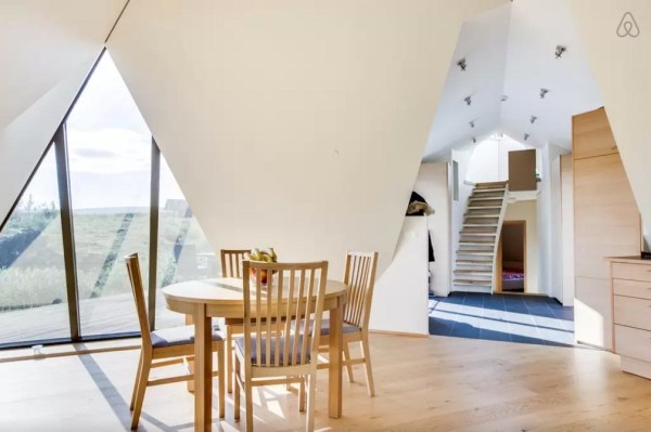 Modern Pyramid Cottage in Iceland 004