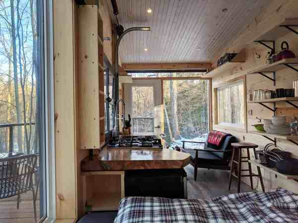 Modern Minimalist Tiny Cabin Vacation. Dashi