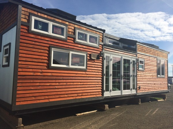Mt Hood Lodge Tiny House by Tiny Smart House_004