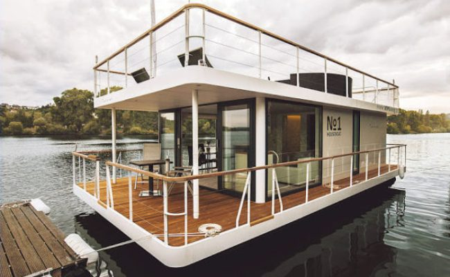 323 Sq Ft Modern Houseboat With Rooftop Deck