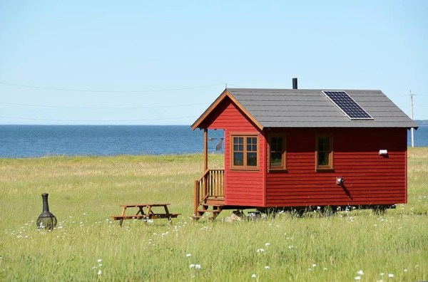 Off-Grid Waterfront Tiny Houses in Canada 001