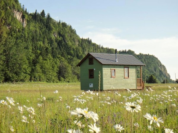 Off-Grid Waterfront Tiny Houses in Canada 004