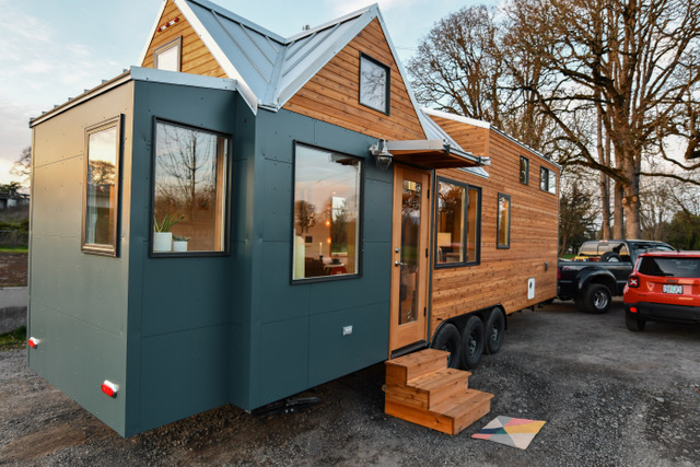 28ft Urban Tiny House With 3ft Nook Bump Out And Elevator Bed