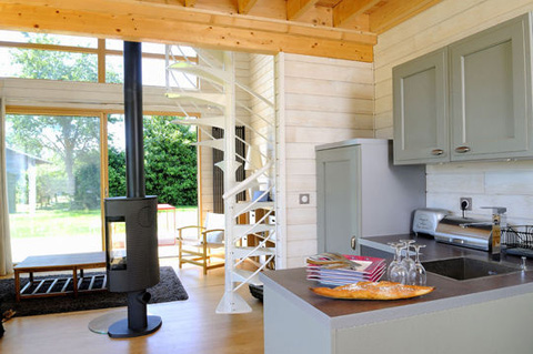 Petite-French-Country-House-Loft-004