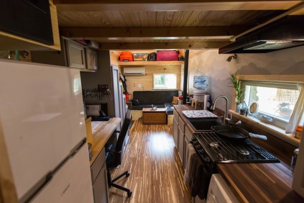 Portable Pioneer Tiny House Photo by Aaron Lingenfielter via TinyHouseTalk-com 0014