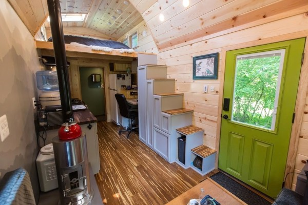 Portable Pioneer Tiny House Photo by Aaron Lingenfielter via TinyHouseTalk-com 0018