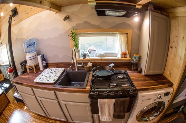 Portable Pioneer Tiny House Photo by Aaron Lingenfielter via TinyHouseTalk-com 0029