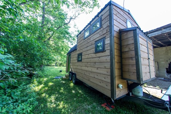 Portable Pioneer Tiny House Photo by Aaron Lingenfielter via TinyHouseTalk-com 0032