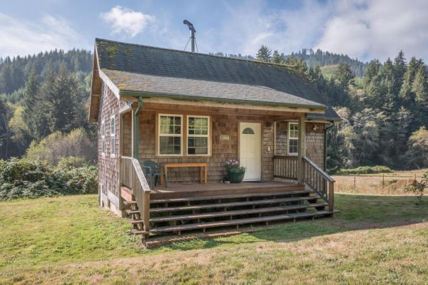 Riverfront small home on 40 breathtaking acres in oregon for Tiny house zillow