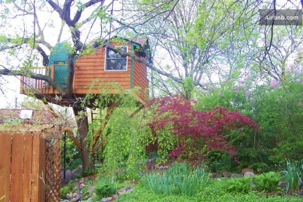 Romantic-Garden-Treehouse-14