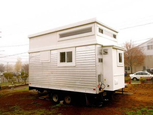 rons-epic-200-sq-ft-trailer-turned-tiny-house-10