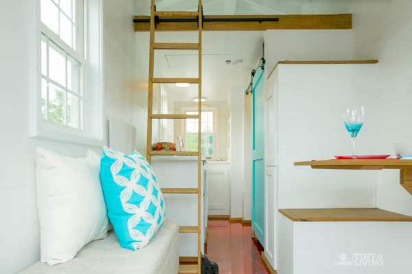 Shonsie Tiny House in Red 002a
