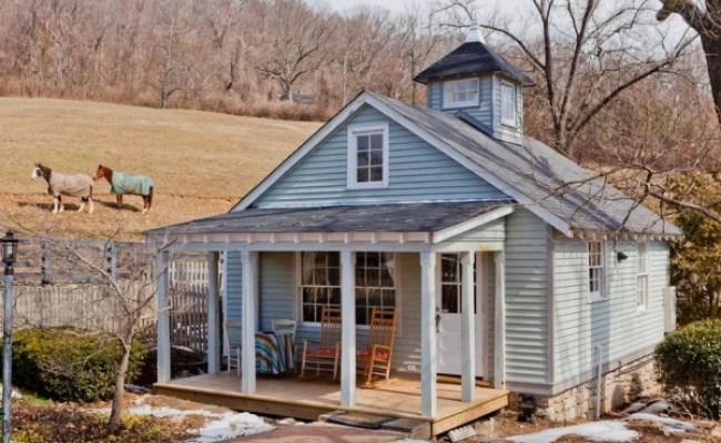 Southern Style Tiny Cottage In Nashville Tn