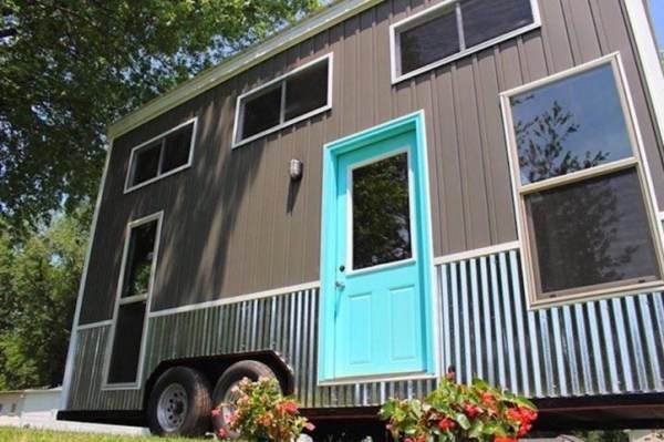 Teal Chick Shack THOW 0015