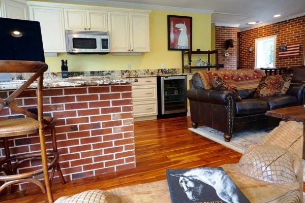 Small brick carriage home in reddick fl for Hardwood floors 600 sq ft