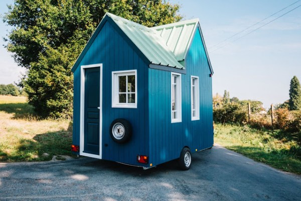 the 71 sq ft cahute tiny house on wheels in paris france. Black Bedroom Furniture Sets. Home Design Ideas