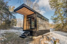 Writer' Modern Retro Tiny House In Woods