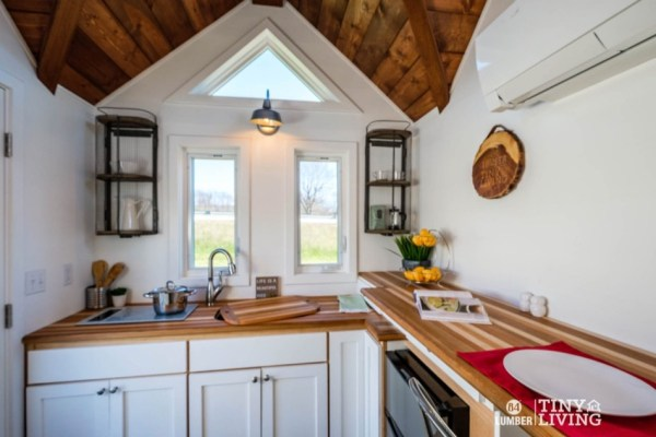 The Countryside Tiny House by 84 Tiny Living 0010