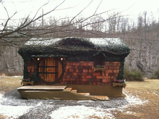 the-hobbits-two-shire-worthy-incredible-tiny-homes-001