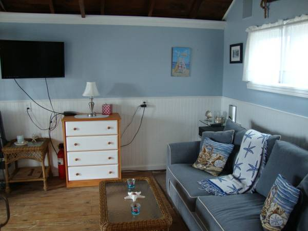tiny-beach-cottage-in-dennis-port-004
